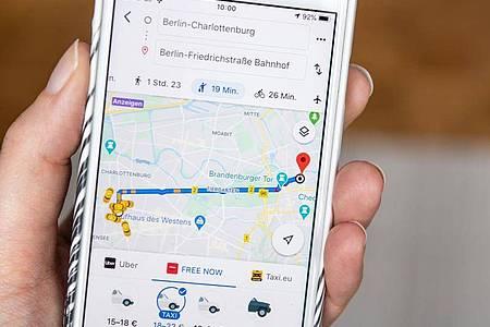Taxi benötigt? In Google Maps kann man gleich eines bestellen und den Weg auch noch mitverfolgen. Foto: Catherine Waibel/dpa-tmn