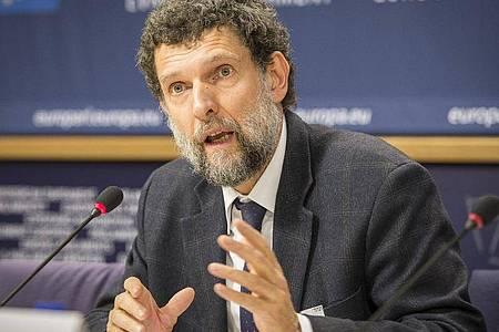 Osman Kavala, Vorsitzender des Kulturinstituts Anadolu Kültür, spricht auf einer Pressekonferenz im EU-Parlament. Die im sogenannten Gezi-Prozess in der Türkei angeklagten Aktivisten haben das Verfahren als rechtswidrig kritisiert. In dem Verfahren ist au