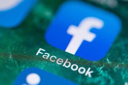 Facebook kämpft gegen diskriminierende Inhalten, Anstößiges und Falschnachrichten. Foto: Fabian Sommer/dpa