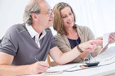 Wer sich im Ruhestand nicht ausgelastet fühlen sollte, kann sich zum Beispiel als Mentor oder Berater engagieren. Foto: Christin Klose/dpa-tmn