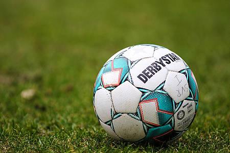 Fußball auf Rasenplatz