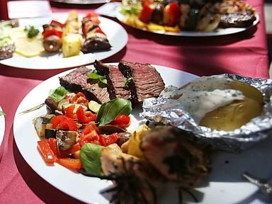 Teller mit Filet, Gemüse und Kartoffel
