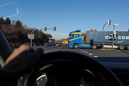 Kreuzungsbereich aus Autofahrersicht