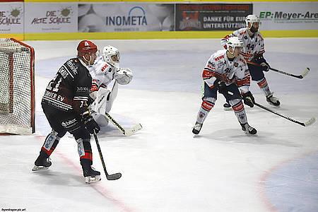 Spielszene Hamburg vs. Herford plus Spielzene SVR