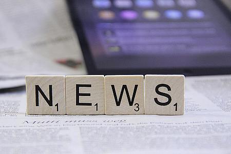 """Scrabble-Buchstaben """"News"""""""