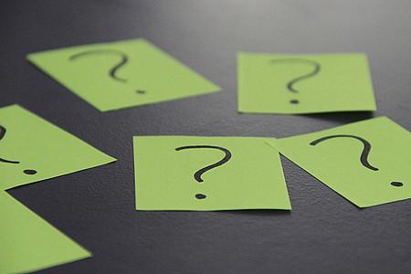 Grüne Fragezeichen-Zettel