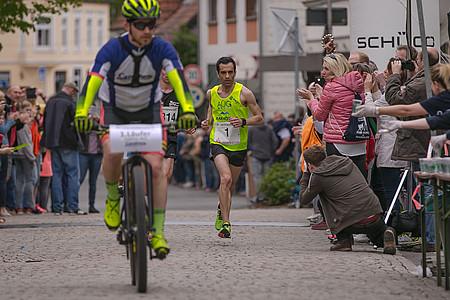 Elias Sansar beim Einlauf in Oerlinghausen