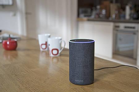 Amazon Echo auf dem Küchentisch